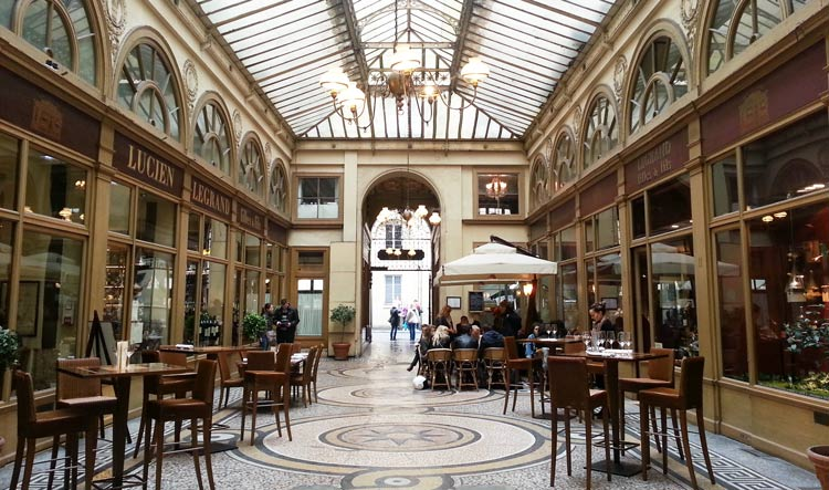 Café with terrace in the Covered Passages