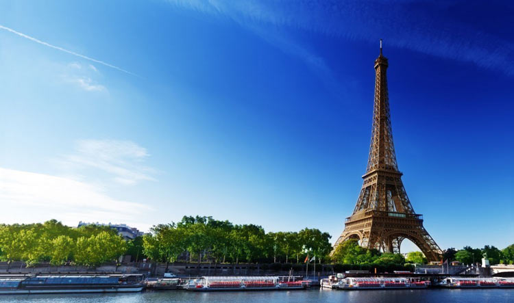 Private Luxury Boat Cruise on the Seine River with view on the Eiffel Tower