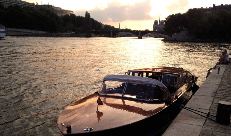 Private Luxury Boat Cruise on the Seine River at dawn