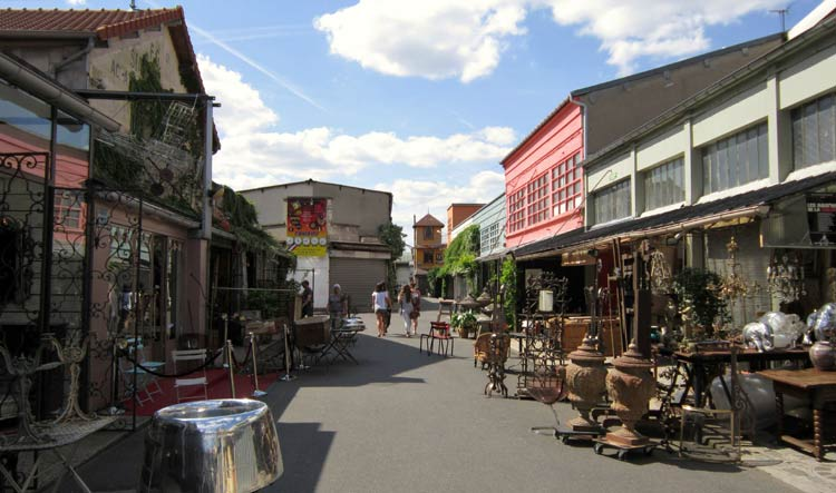 2-Hour Private Tour of St Ouen Flea Market