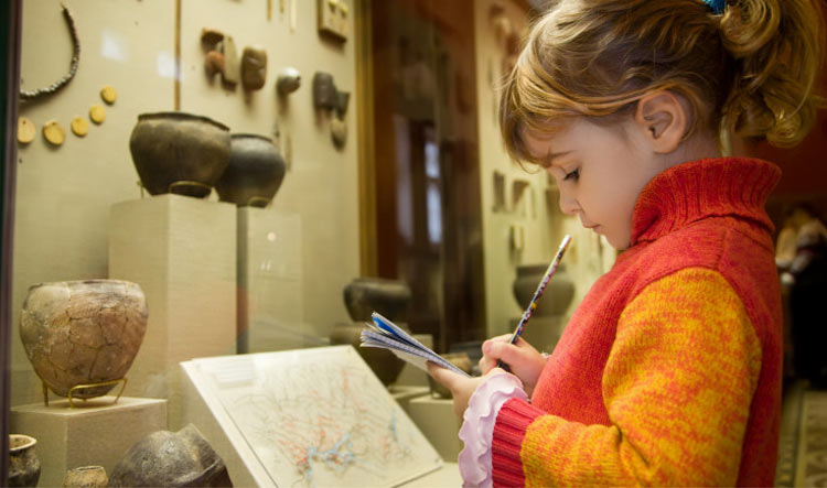 Louvre Treasure Hunt with kids